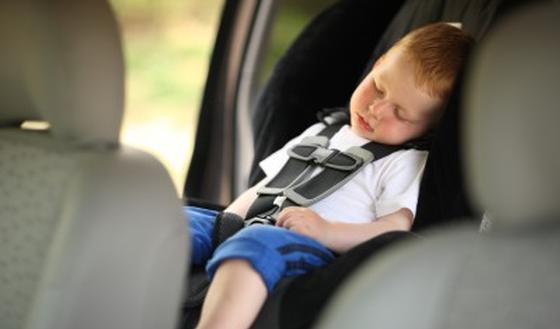 Hoe bevestigt u het kinderzitje in de wagen correct for E and j motors